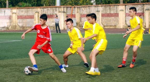 16 đội giành quyền vào vòng 2 giải bóng đá học sinh Hà Nội 2013 ảnh 1