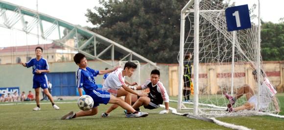 16 đội giành quyền vào vòng 2 giải bóng đá học sinh Hà Nội 2013 ảnh 6