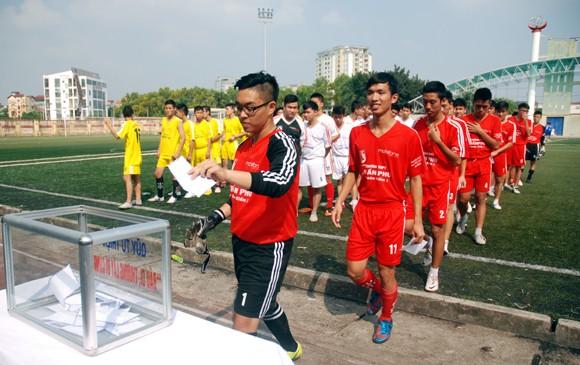 16 đội giành quyền vào vòng 2 giải bóng đá học sinh Hà Nội 2013 ảnh 9