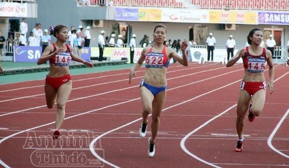 Vũ Thị Hương trở lại thống trị đường chạy 100m nữ Đông Nam Á ảnh 1