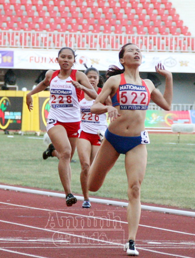 Vũ Thị Hương hoàn tất cúp đúp Vàng tại SEA Games 27 ảnh 1