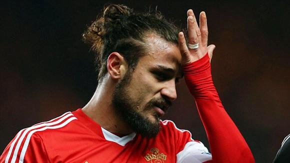 """""""Thượng cẳng chân, hạ cẳng tay"""" với đồng đội, Osvaldo bị Southampton cấm cửa 2 tuần ảnh 1"""
