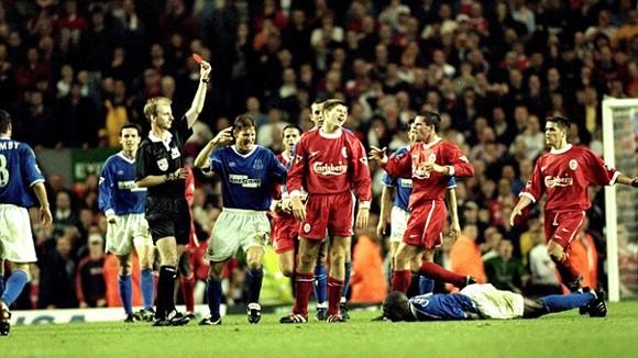 Steven Gerrard từng phải xin lỗi cầu thủ Everton…trong toilet ảnh 1