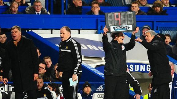 """Bất lực trước West Ham, Jose Mourinho """"nổi đóa"""" với trọng tài ảnh 1"""