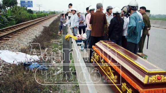 Hà Nội: Tàu hỏa đâm chết người, kéo lê hơn 30 mét ảnh 2