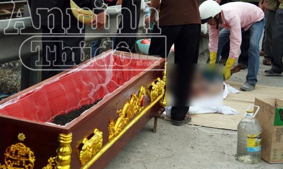 Hà Nội: Tàu hỏa đâm chết người, kéo lê hơn 30 mét ảnh 3