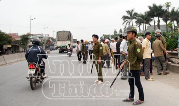 Hà Nội: Tàu hỏa đâm chết người, kéo lê hơn 30 mét ảnh 8