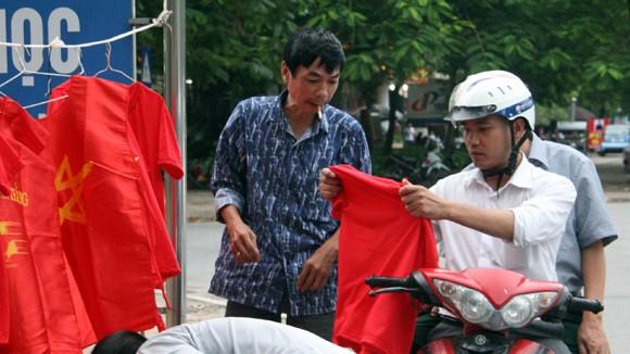 """Hàng trăm người """"ăn theo"""" trận U19 Việt Nam - U19 Nhật Bản ảnh 3"""