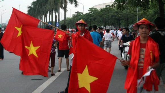 """Hàng trăm người """"ăn theo"""" trận U19 Việt Nam - U19 Nhật Bản ảnh 2"""