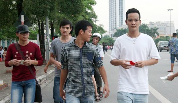 """Người hâm mộ đổ dồn về sân Mỹ Đình """"tiếp lửa"""" U19 Việt Nam ảnh 1"""