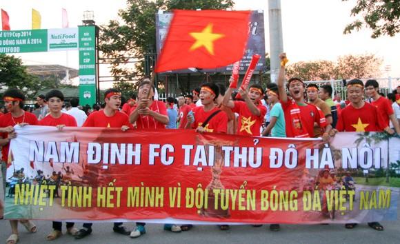 """Người hâm mộ đổ dồn về sân Mỹ Đình """"tiếp lửa"""" U19 Việt Nam ảnh 4"""