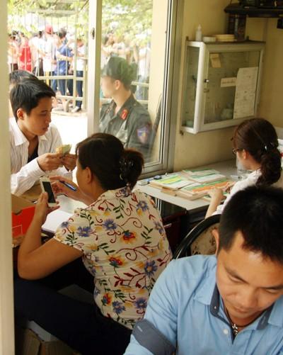 Mắc võng, vạ vật từ 23h đêm tới 11h trưa mới mua được vé xem bán kết U19 Việt Nam ảnh 7