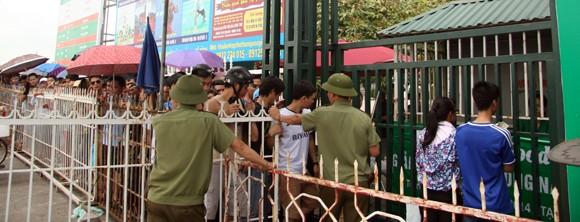 Mắc võng, vạ vật từ 23h đêm tới 11h trưa mới mua được vé xem bán kết U19 Việt Nam ảnh 2