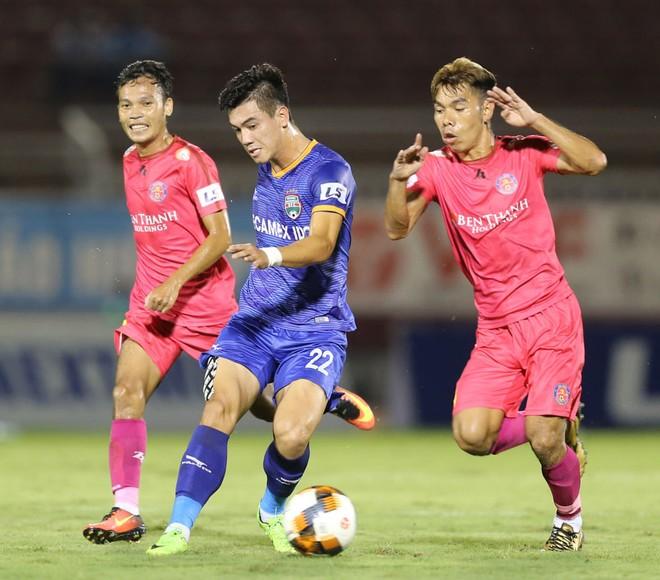 Sài Gòn FC thảm bại, chia đều cơ hội vô địch cho các đối thủ ảnh 1