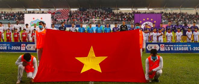 Bóng đá Việt chung tay vì miền Trung ruột thịt ảnh 1