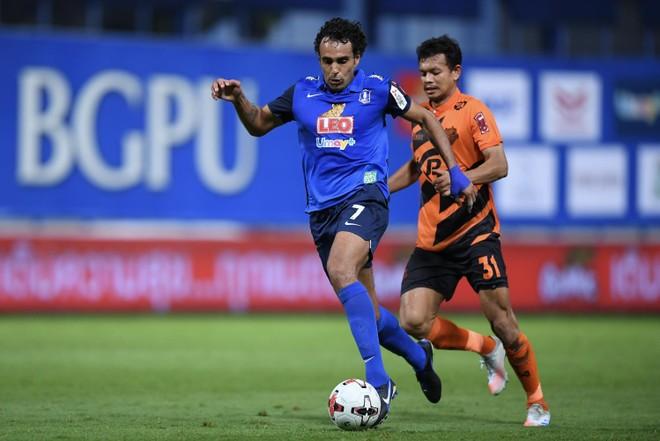 Bóng đá Thái Lan lại lao đao vì dịch Covid-19 ảnh 1