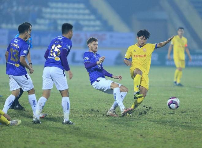 """Thua trắng 3 bàn, Hà Nội FC tố CLB Nam Định dùng """"tiểu xảo"""" ảnh 1"""