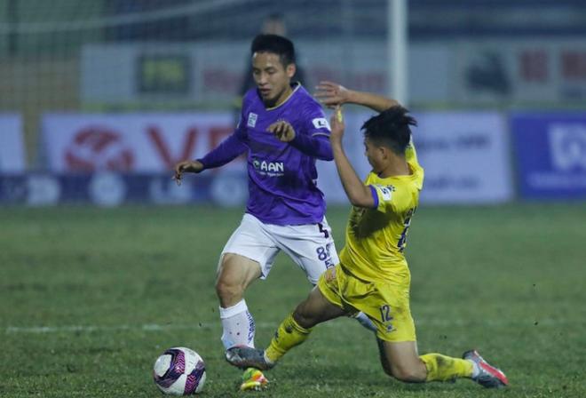 VFF treo giò cầu thủ Nam Định đạp lật cổ chân đồng nghiệp ảnh 1