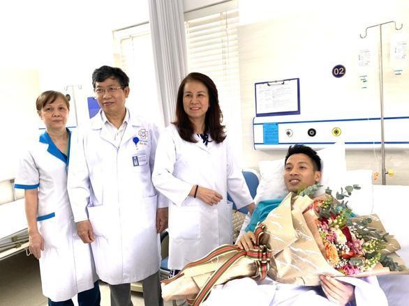 Đặng Văn Lâm thăm Hùng Dũng trước khi sang Nhật thi đấu ảnh 2