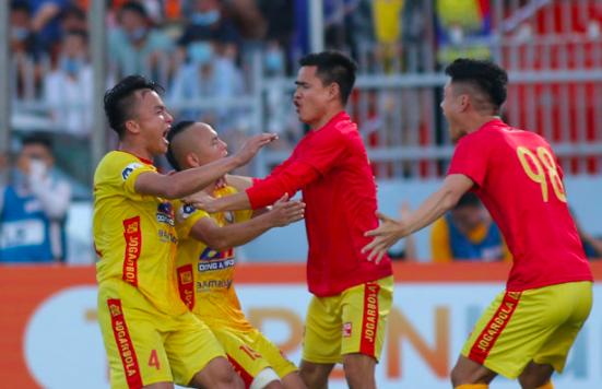 Bứt tốc ngoạn mục, CLB Thanh Hoá nắm cơ hội trụ hạng sớm ảnh 1