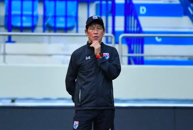 HLV Thái Lan nhận sai và xin về quê gấp sau trận thua Malaysia ảnh 1