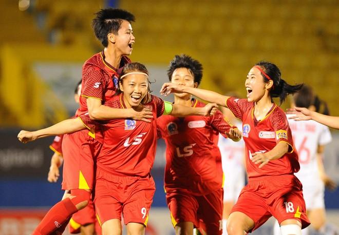9 nữ cầu thủ TP.HCM ra Hà Nội cách ly để kịp tập trung ĐTQG ảnh 1