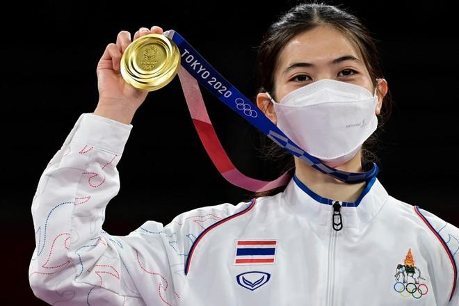 Giúp Thái Lan hãnh diện, võ sỹ Panipak nhận thưởng hơn 8 tỷ đồng ảnh 2