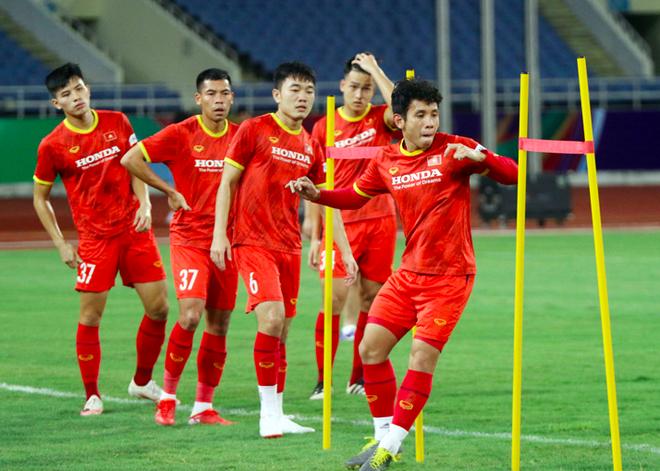 ĐT Australia tới Hà Nội, tuyển Việt Nam tập thả lỏng trên sân Mỹ Đình ảnh 2