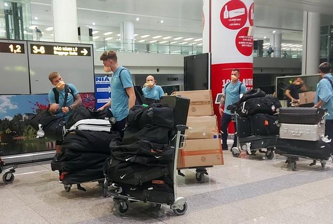ĐT Australia tới Hà Nội, tuyển Việt Nam tập thả lỏng trên sân Mỹ Đình ảnh 1