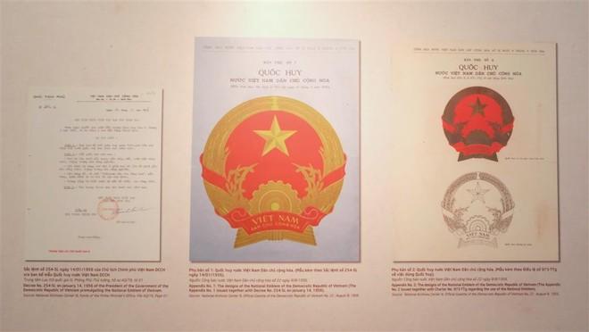 Chiêm ngưỡng bản gốc mẫu phác thảo Quốc huy Việt Nam do họa sĩ Bùi Trang Chước thực hiện ảnh 1