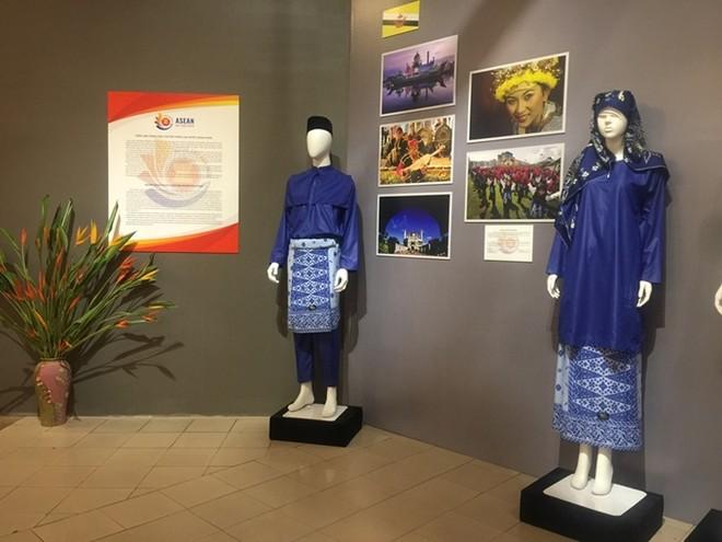 Chiêm ngưỡng trang phục truyền thống các nước ASEAN ảnh 2