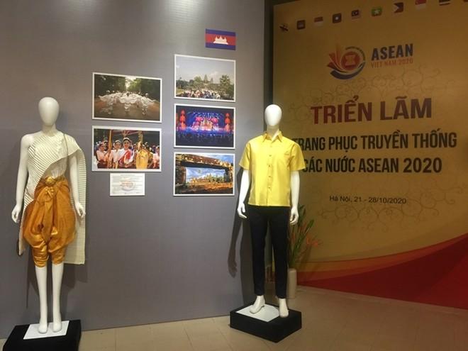 Chiêm ngưỡng trang phục truyền thống các nước ASEAN ảnh 3