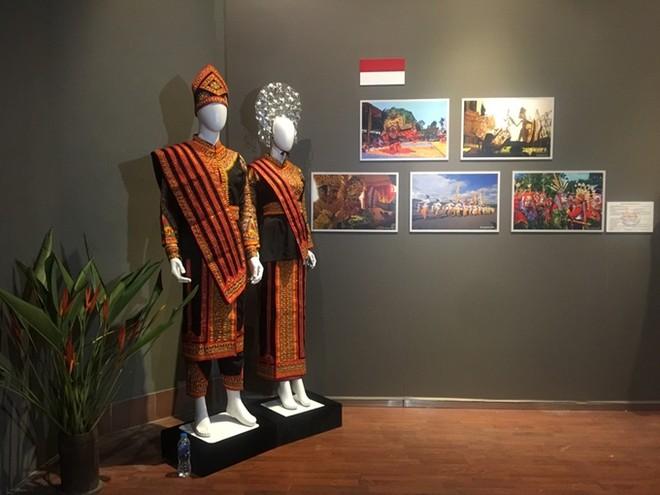 Chiêm ngưỡng trang phục truyền thống các nước ASEAN ảnh 4