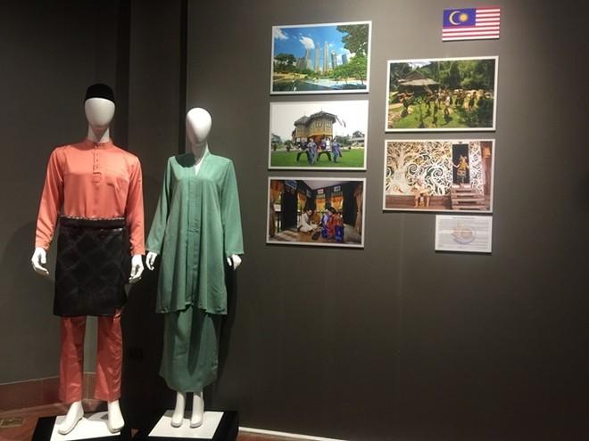 Chiêm ngưỡng trang phục truyền thống các nước ASEAN ảnh 6