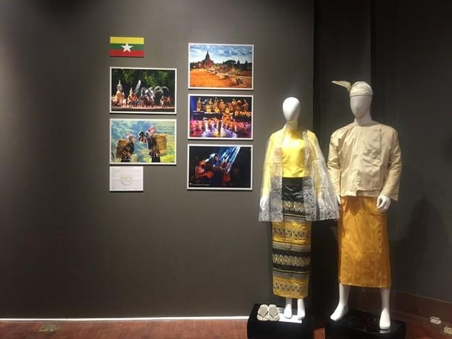 Chiêm ngưỡng trang phục truyền thống các nước ASEAN ảnh 11