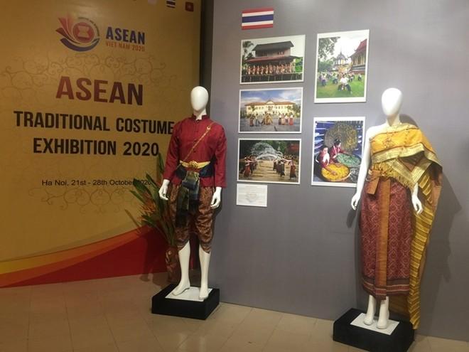 Chiêm ngưỡng trang phục truyền thống các nước ASEAN ảnh 8