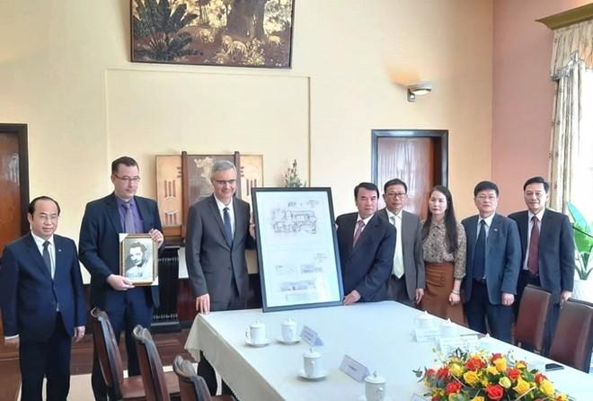 Đại sứ Pháp trao sơ đồ thiết kế dinh cựu hoàng Bảo Đại ảnh 1