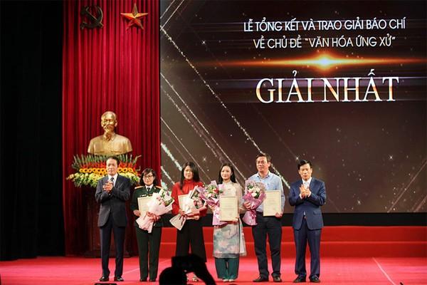 """37 tác phẩm xuất sắc được trao giải báo chí về """"Văn hóa ứng xử"""" ảnh 1"""