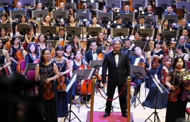 NSƯT Bùi Công Duy biểu diễn trong đêm nhạc kỷ niệm 250 năm ngày sinh Beethoven ảnh 2