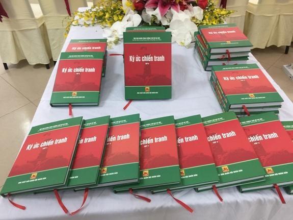 """""""Ký ức chiến tranh"""": Bộ sách về những ký ức hào hùng của quân tăng cường Thủ đô ảnh 1"""