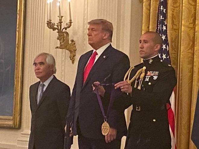 """Tác giả """"Em bé Napalm"""" được Tổng thống Mỹ trao tặng Huân chương ảnh 2"""