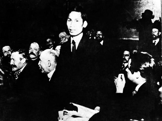 Nhìn lại 12 kỳ Đại hội Đảng Cộng sản Việt Nam qua các hiện vật và tư liệu trưng bày ảnh 1