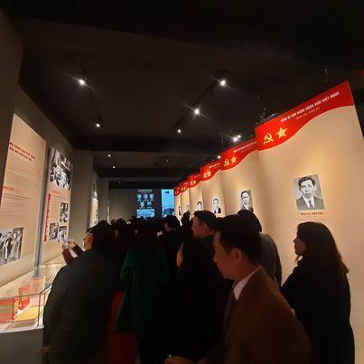 Nhìn lại 12 kỳ Đại hội Đảng Cộng sản Việt Nam qua các hiện vật và tư liệu trưng bày ảnh 2