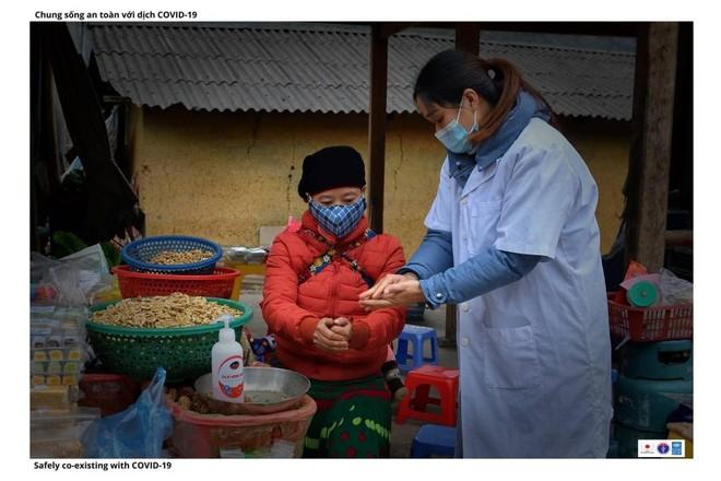 Hình ảnh đồng bào dân tộc thiểu số phòng dịch Covid-19 ảnh 2