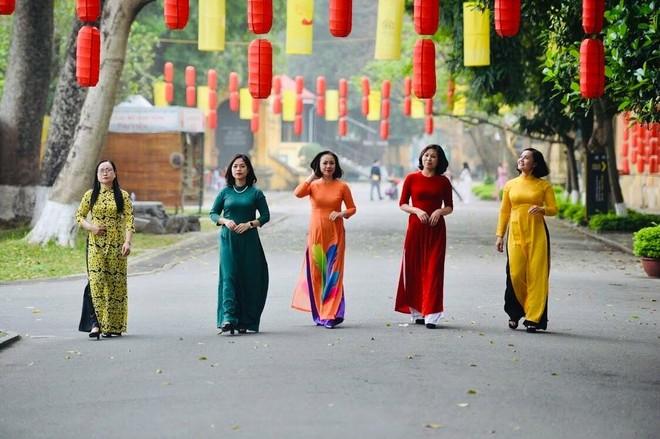Nét duyên áo dài phụ nữ Công an Thủ đô ảnh 3