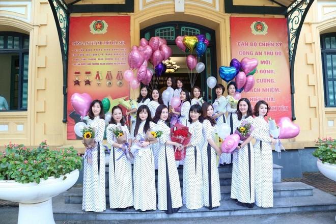 Nét duyên áo dài phụ nữ Công an Thủ đô ảnh 1