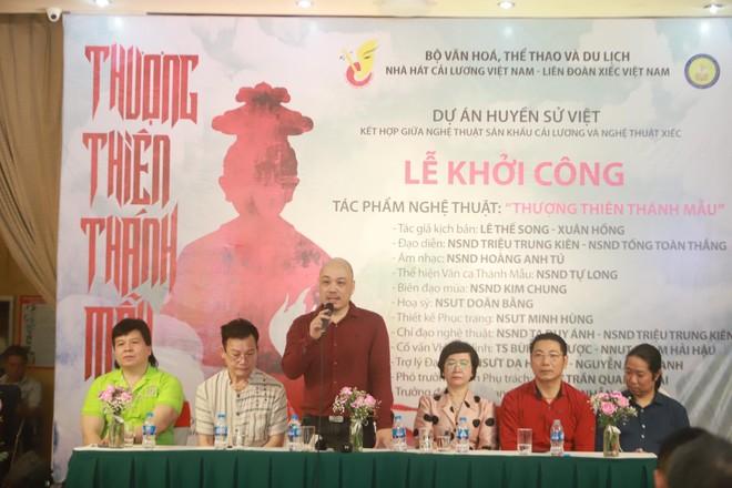 NSND Tự Long hát chầu Văn trong vở diễn về Mẫu Liễu Hạnh ảnh 1