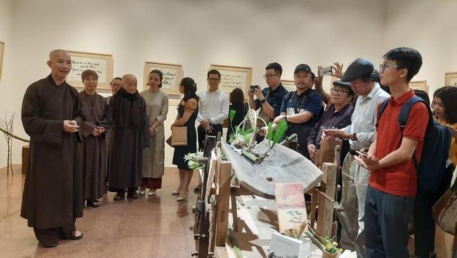 Triển lãm thư pháp của thiền sư Thích Nhất Hạnh tại Hà Nội ảnh 2