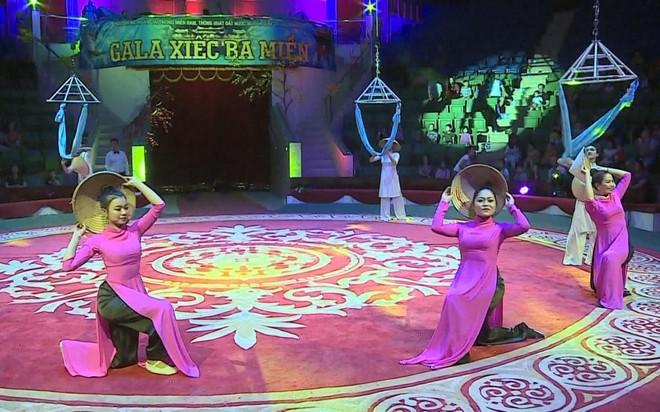 2 trạng thái trái ngược của NSND Hồng Vân khi đóng cửa sân khấu kịch ảnh 2