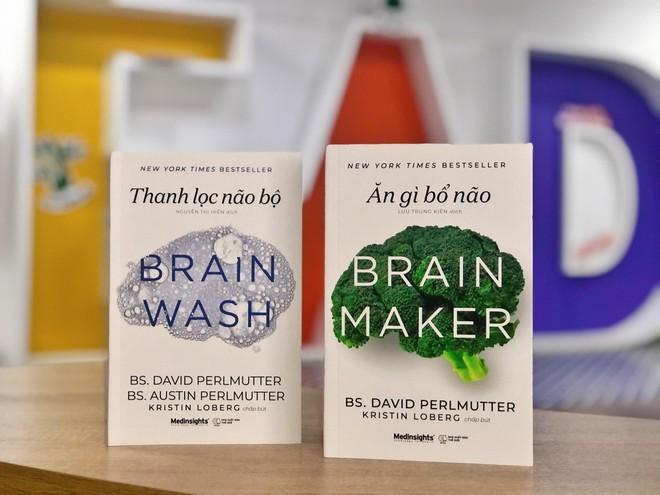 2 cuốn sách nổi tiếng về não bộ của bác sĩ thần kinh học David Perlmutter ảnh 1